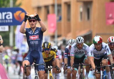 Spurtsejr til Tim Merlier på anden Giro-etape