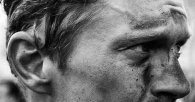 Boganmeldelse: Breschel byder på røverhistorier og insidere. Det hele i et reflekteret lys